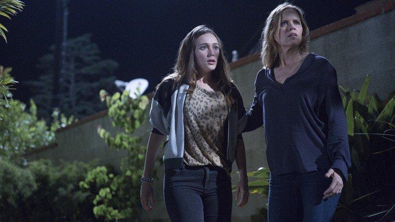Alycia Debnam Carey as Alicia, Kim Dickens as Madison - Fear The Walking Dead _ Season 1, Episode 3 - Photo Credit: Justina Mintz/AMC