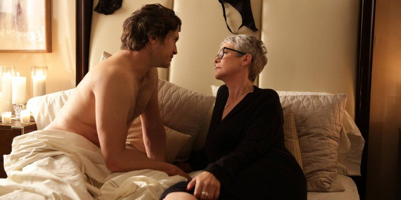 """SCREAM QUEENS: L-R: Oliver Hudson and Jamie Lee Curtis in the first part of the two-hour """"Dorkus"""" and """"The Final Girls"""" season finale episodes of SCREAM QUEENS airing Tuesday, Dec. 8 (8:00-10:00 PM ET/PT) on FOX. ©2015 Fox Broadcasting Co. CR: Patti Perret/FOX"""